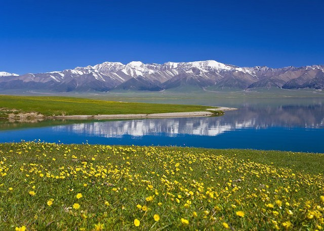 Beautiful Karamay Lake in Xinjiang Photography Tour