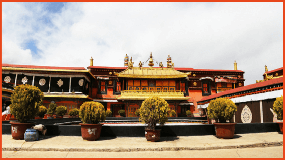 Travel to Jokhang Temple in Tibet