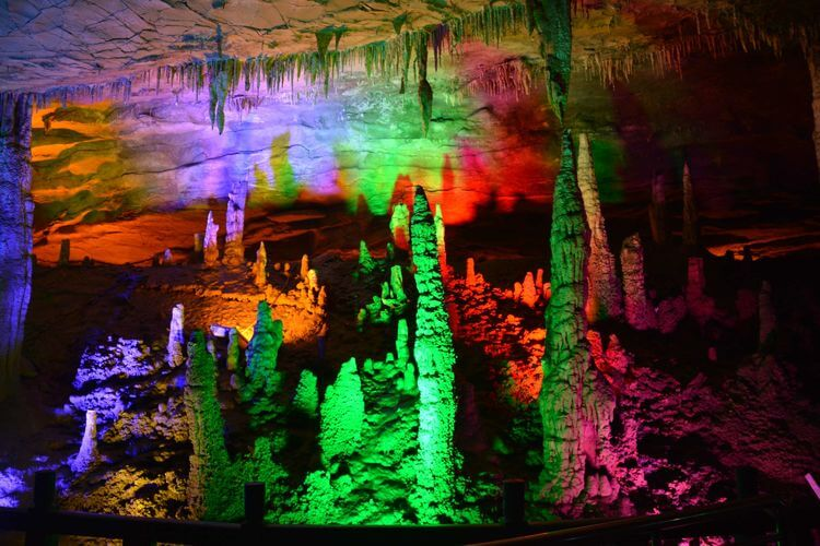 Huanglongdong - The Yellow Dragon Cave