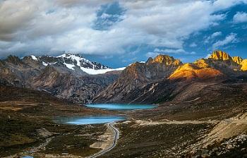 sister-late-near-litang-haizi-mountain