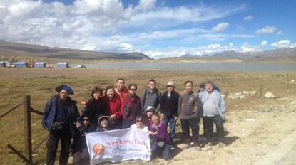 Large-group-in-edge-of-Holy-Namtso-Lake