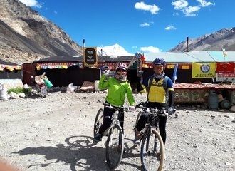 Cycling group Everest tent guesthouse