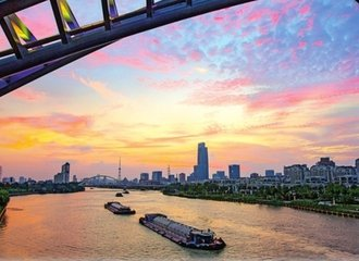 cruise on Beijing-Hangzhou Grand Canal