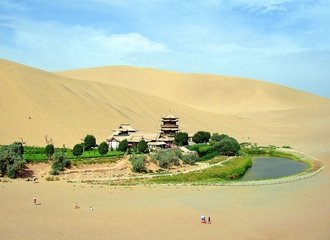 Dunhuang Crescent Spring - Famous Attraction in Silk Road Safari