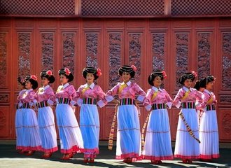 Lijiang Ethnic Minority Dancing