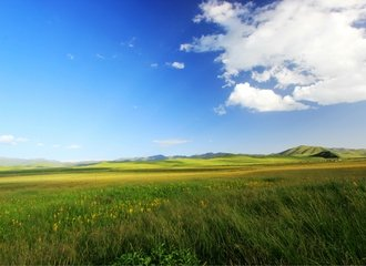 Sangke Grasslands on the Xiahe Tibetan Tour
