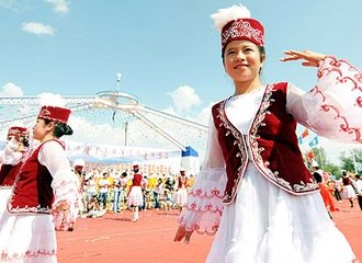 Xinjiang People Dancing - Silk Road Explorer Tour