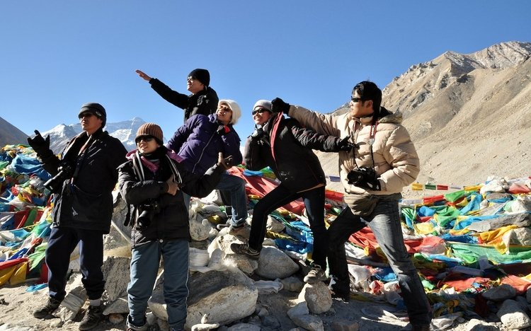 Windhorsetour's clients travels to Everest base camp in late April