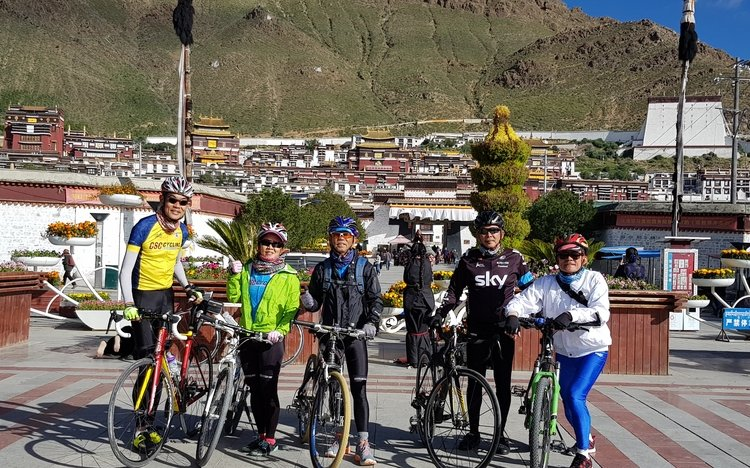 Cycling group Tashilunpo monastery