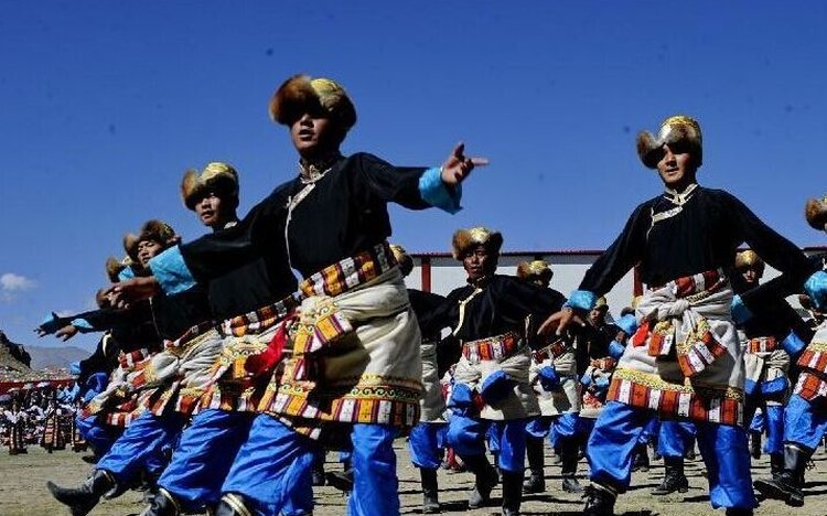 Dance during Gyantse festival
