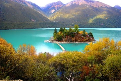 a beautiful picture about Basum-Sto Lake in Tibet