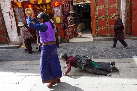 pilgrims at Barkhor street around Jokhang Temple
