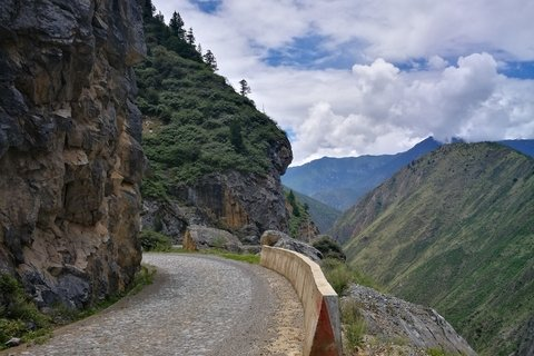landscapes on the drive from Yading to Benzilan town
