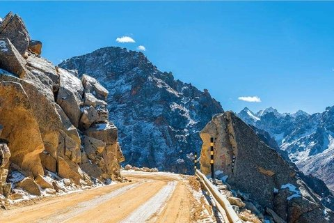 Mountain road up to Chola Pass Tunnel