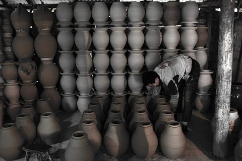 Traditional ceramics mills workshop at Leishan