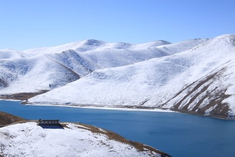 Yamdrok Lake Winter Tibet