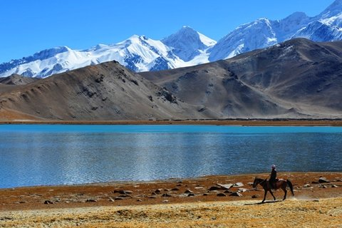 Xinjiang Silk Road Explorer Tour to Karakul Lake