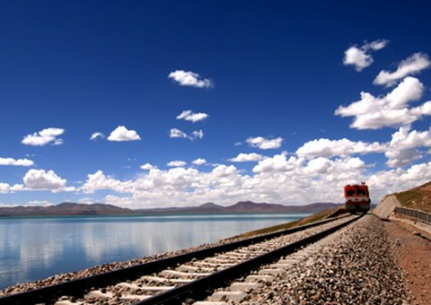 Qinghai-Tibet Railway beside Cuona Lake