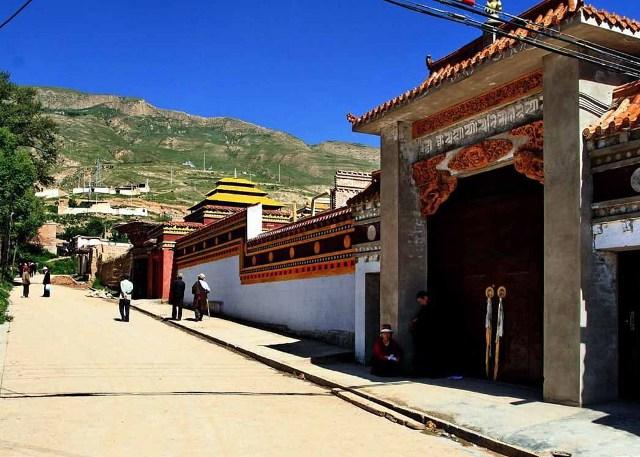 Tongren Rongwu Monastery