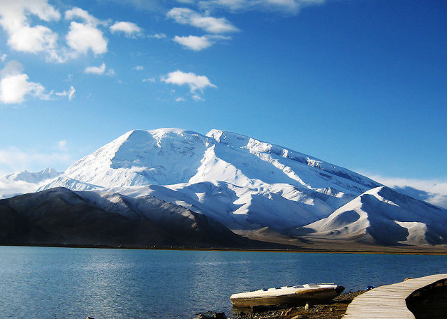 Xinjiang Larakul Lake - Highlights Attraction in Silk Road
